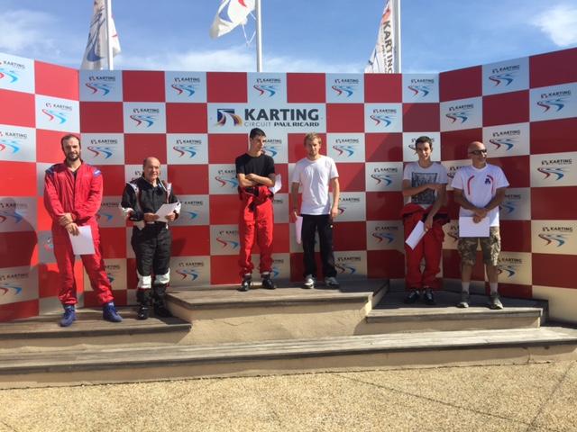 Premier podium de la saison : PIZZA PARK vainqueur encadré de OLLIOULES FANATIQUE 2nd et ARLES DASSAULT 3ème